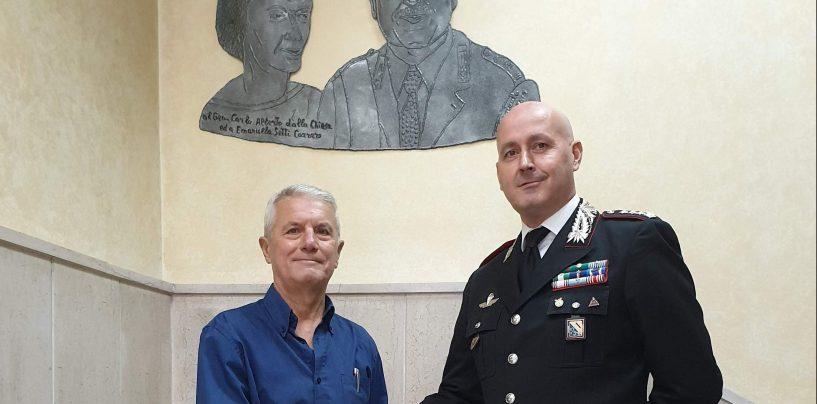 L'artista Cavaiuolo dona ai Carabinieri una scultura in memoria di Dalla Chiesa