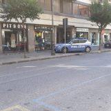 Aggressione in centro, la Polizia blocca l'uomo dopo un inseguimento