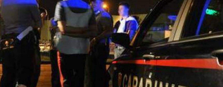 Litiga con la compagna e aggredisce i carabinieri: nei guai un 47enne
