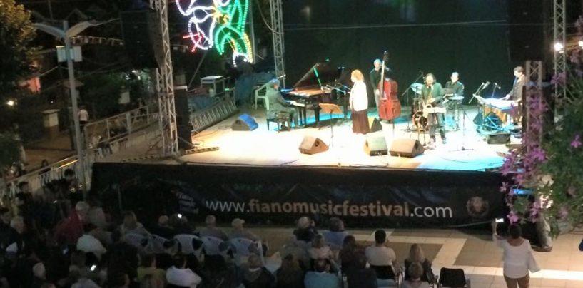 """Vino, convegni, musica e degustazioni. Venerdì al via il """"Fiano Music Festival"""" ad Aiello"""