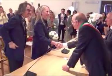 VIDEO/ Gigi Marzullo finalmente dice sì: matrimonio celebrato a Nusco da De Mita