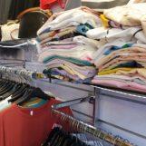 Maxi sequestro di abbigliamento e cosmetici contraffatti: sette denunce