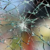 Maltempo, studentessa ferita dal vetro di una finestra
