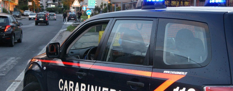 Disoccupato minaccia di tagliarsi la gola, salvato dai Carabinieri