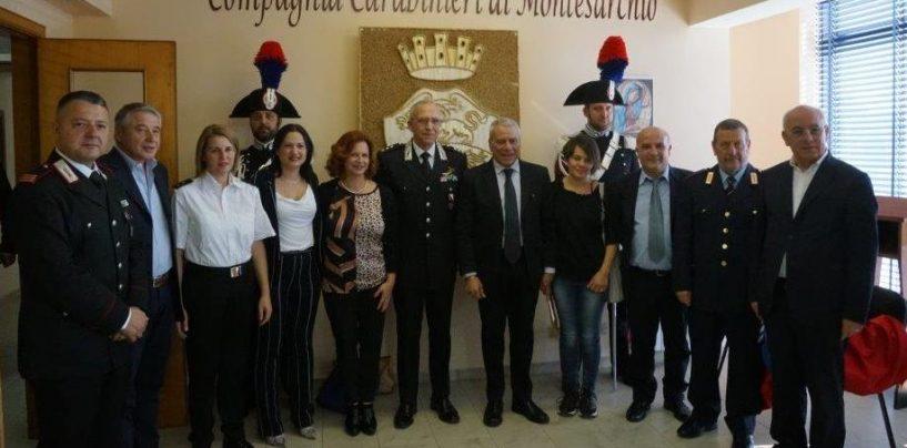 Foglianise, lo stemma del Carabinieri raffigurato in una scultura in paglia