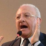 De Luca attacca i giornalisti, insorge l'Ordine della Campania
