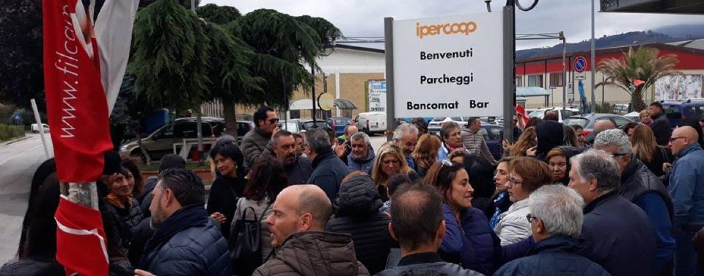 """Ipercoop, si torna a Roma. La rabbia dei lavoratori: """"Siamo spalle al muro"""""""