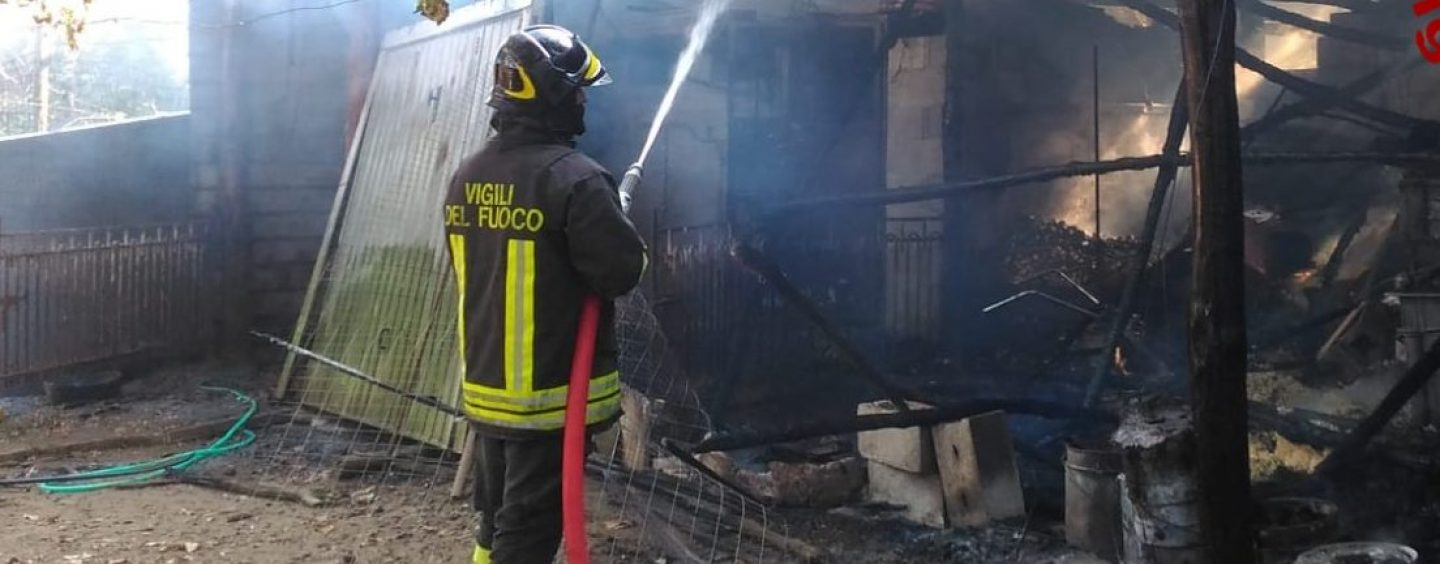Capannone in fiamme, paura in Valle Caudina