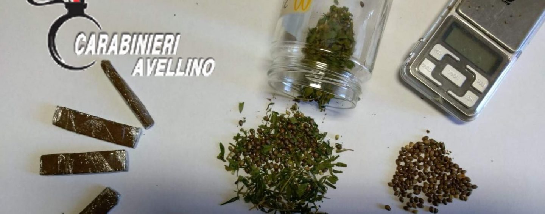 Sorpresi dai carabinieri in possesso di hashish e marijuana: due ventenni nei guai