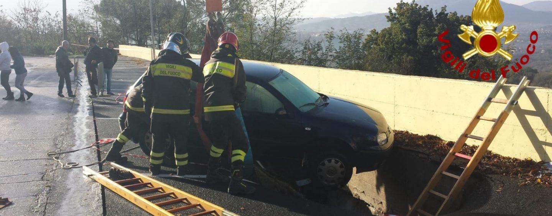 Maltempo, oltre 40 interventi in Irpinia. A Montefredane cede una strada e sprofonda un'auto