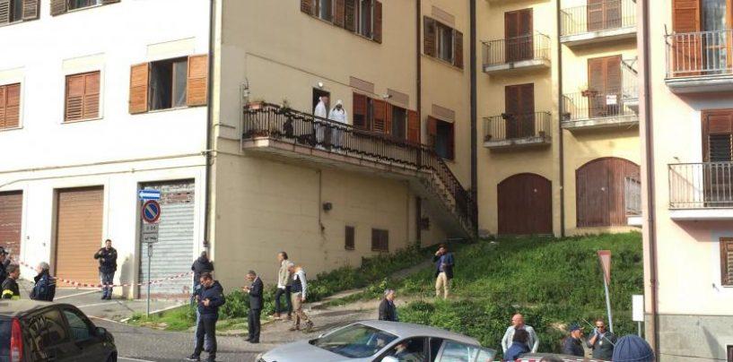 Omicidio nel centro storico, sempre più gravi le condizioni del 32enne