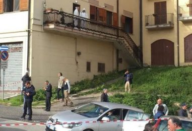 Furia omicida nel centro storico, restano gravissime le condizioni del 32enne
