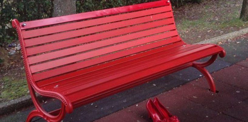 Serino inaugura la sua panchina rossa: simbolo della battaglia contro la violenza sulle donne