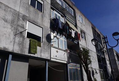 """VIDEO/ """"Abbandonati da anni nel degrado"""". Valle, proteste dagli alloggi popolari. Ciampi: """"Presto i primi interventi"""""""
