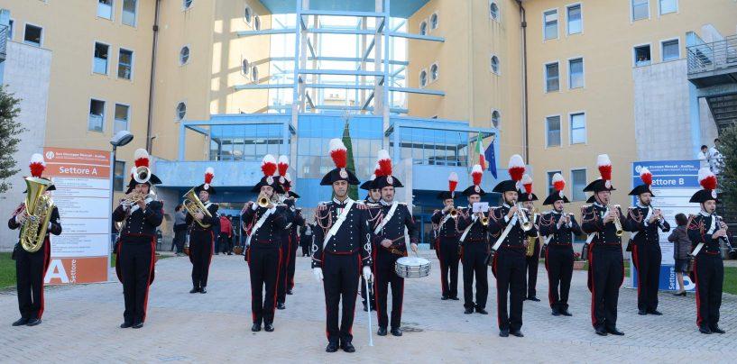 """La Fanfara dei Carabinieri in concerto per i pazienti del Moscati, il Comandate Stefanizzi: """"Qui per essere vicini a tutti voi"""""""