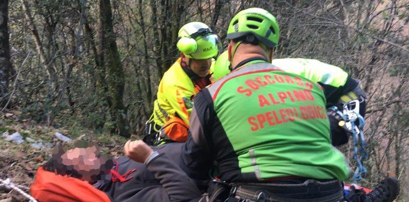 Alpinista cade in un dirupo a Montella, soccorso dall'elicottero