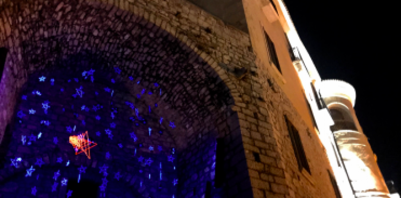 """""""Tintinnio di stelle"""": l'installazione luminosa di Luca Pugliese veste di magia il Natale gesualdino"""
