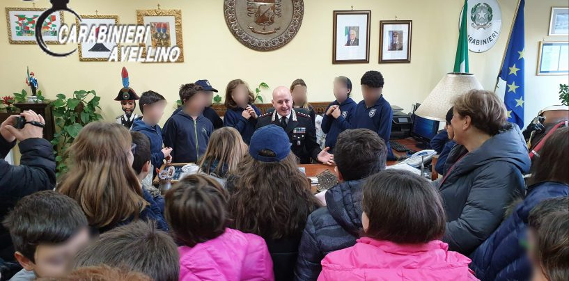 """Gli alunni del """"Colletta"""" in visita al Comando dei Carabinieri"""
