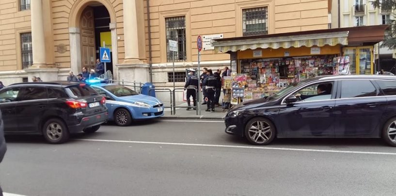 Rapina in un'edicola in centro, giovane fermato dalla polizia