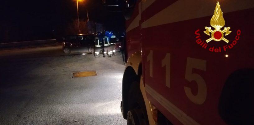 Scontro tra due auto: cinque feriti, tre donne in ospedale