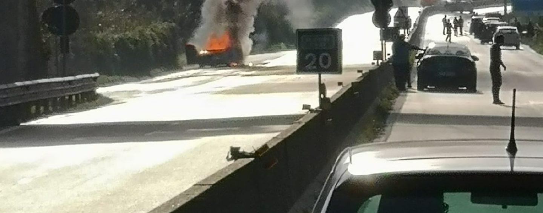 Assalto al portavalori, terrore e traffico in tilt sull'Avellino-Salerno