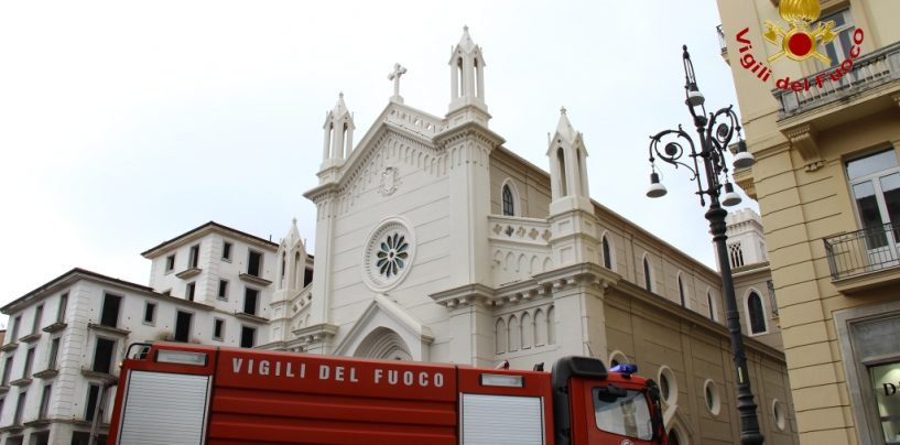 FOTO/ Abitazione in fiamme e salvataggio di un residente: simulazione dei caschi rossi al Corso