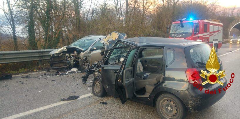 Manocalzati, incidente sull'Ofantina: due persone ferite