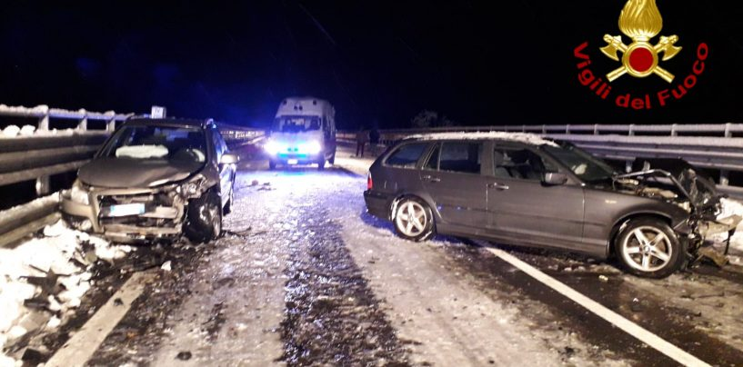 Scontro tra due auto sull'Ofantina, ferito ricoverato al Moscati