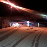 Neve, viabilità a rischio sulle strade irpine: camion sbanda e finisce contro un'auto