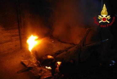 Paura ad Avella, auto avvolta dalle fiamme nella notte