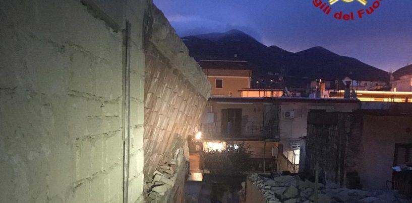 Baiano, crolla una vecchia casa disabitata: intervento dei vigili del fuoco