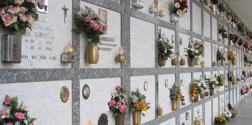 Ladri di rame in azione al cimitero di Serino: rubati cento vasi portafiori