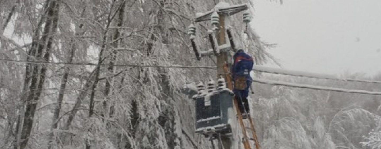 Brutto risveglio in Alta Irpinia, senza corrente elettrica per colpa della neve