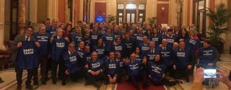"""I gilet azzurri sfilano anche ad Avellino. Sibilia: """"Occasione per festeggiare i 25 anni di Forza Italia"""""""