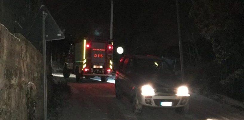 Famiglia bloccata in auto dalla neve, pronto intervento dei Vigili del Fuoco a Grottolella