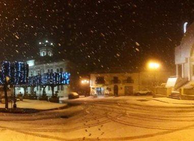 La neve in Irpinia tra magia e disagi: le foto sui social network