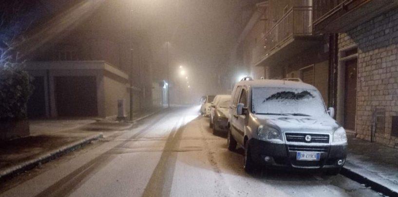 FOTO/ Primi fiocchi di neve in Irpinia, pronto il piano della Protezione Civile