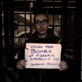 """""""Chiuso per bomba"""", devastata la sede storica della pizzeria Sorbillo"""