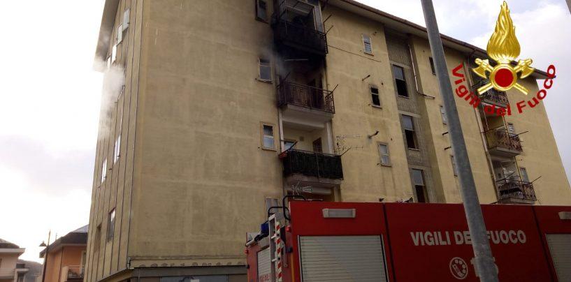 Due incendi a Montoro, in fiamme una palazzina di Aterrana e un deposito di autoarticolati