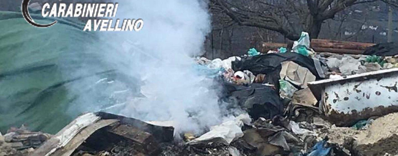 Brucia illecitamente dei rifiuti per smaltirli: denunciato 40enne a Nusco