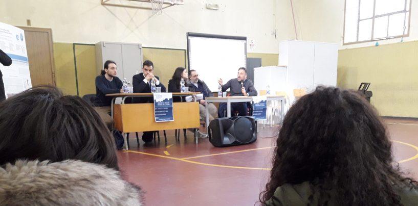 """Giovani e legalità, al Mancini il dibattito. Don Vitaliano: """"Ogni giorno nel nostro piccolo possiamo cambiare le cose"""""""