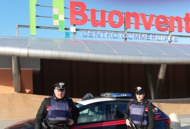 Far west al Centro Commerciale di Benevento: pneumatici in fiamme e ladri in fuga
