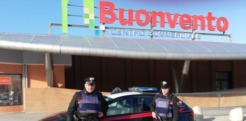 Far west al Centro Commerciale di Benevento: pneumatici in fiamme e ladri in fuga