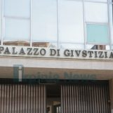 Litiga con i genitori e ferisce carabiniere: indagato lascia il carcere