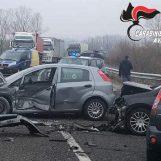 Schianto tra più veicoli, tre donne finiscono in ospedale. Chiuso al traffico il tratto Lioni-Avellino