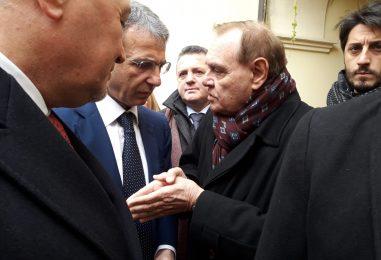 """VIDEO/ """"Tesori nascosti. Tesori svelati"""", il ministro Costa arriva a Benevento e conosce """"Ciro"""" il baby dinosauro"""