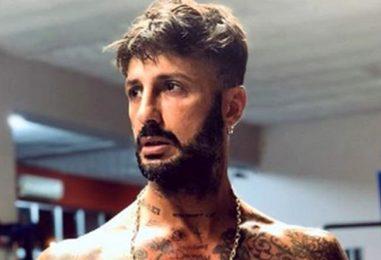 """Fabrizio Corona ad Avellino, la Atena Srl precisa: """"Aveva i permessi per stare in Campania"""""""
