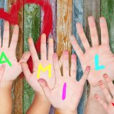 """La crisi della famiglia, parla la psicologa Marino: """"I figli hanno bisogno di genitori, non di altri amici"""""""