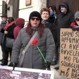"""No alla fonderia a Pianodardine, la neve non ferma la protesta: """"Basta veleni"""""""