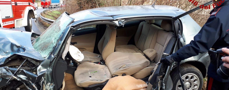 Violento scontro sull'Ofantina tra quattro vetture: ferite tre persone, uno è in prognosi riservata